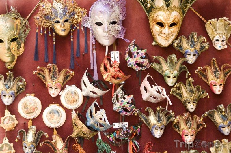 Fotka, Foto Karnevalové masky na prodej (Verona, Itálie)