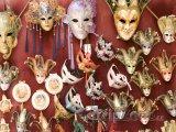 Karnevalové masky na prodej