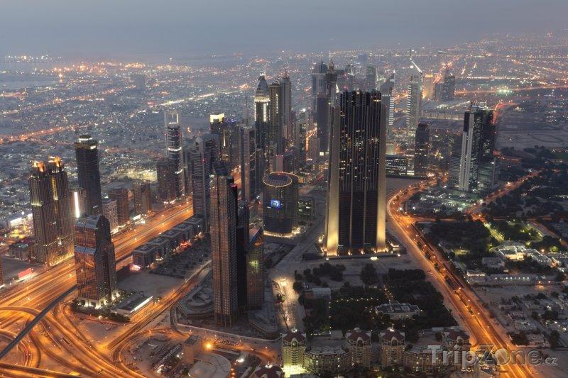 Fotka, Foto Mrakodrapy okolo ulice Sheikh Zayed Road (Dubaj, Spojené arabské emiráty)