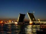 Palácový most přes řeku Něvu