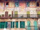 Středověká fasáda domů na Piazza delle Erbe
