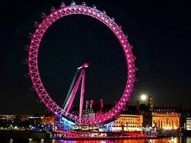 Vánočně osvětlené kolo London Eye