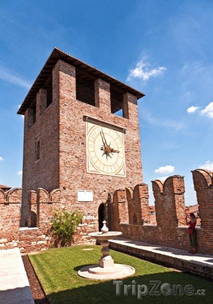 Fotka, Foto Věž v pevnosti Castelvecchio (Verona, Itálie)