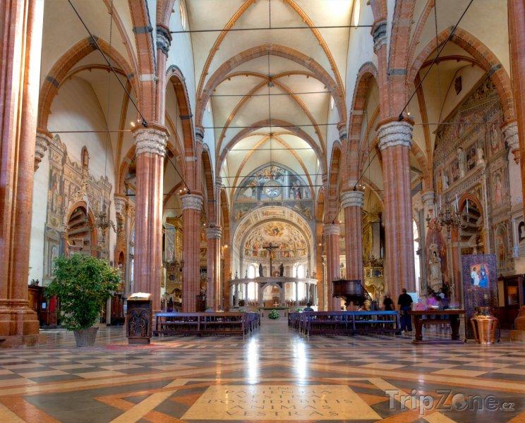 Fotka, Foto Vnitřek katedrály Duomo di Verona (Verona, Itálie)