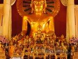 Zlatý buddha v chrámu Wat Phan Tao