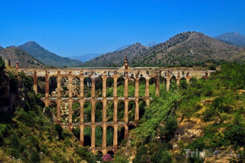Fotka, Foto Andalusie, viadukt poblíž města Nerja (Španělsko)