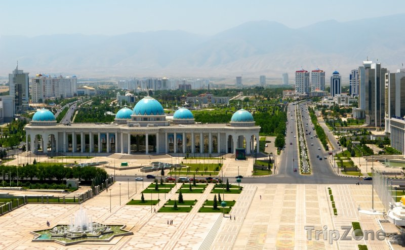 Fotka, Foto Ašchabat, pohled na hlavní náměstí (Turkmenistán)