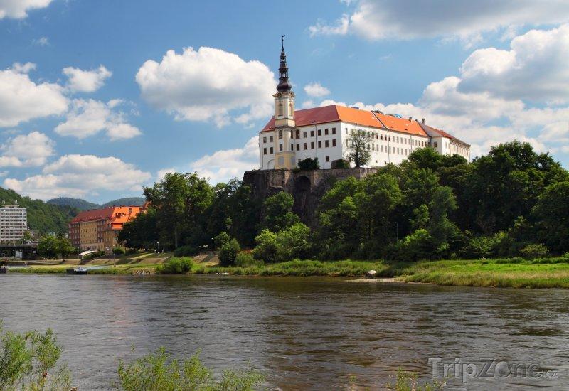 Fotka, Foto Děčín, zámek nad řekou Labe (Česká republika)
