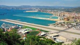 Gibraltar, pohled na přistávací dráhu letiště
