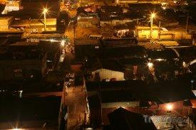 Luanda, chudinská čtvrť v noci