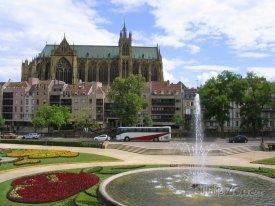Mety, park před katedrálou sv. Štěpána