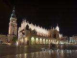 Osvětlená tržnice na Hlavním náměstí