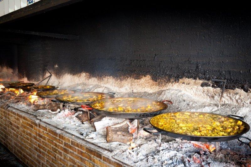 Fotka, Foto Paella, typické španělské jídlo podobné rizotu (Valencie, Španělsko)