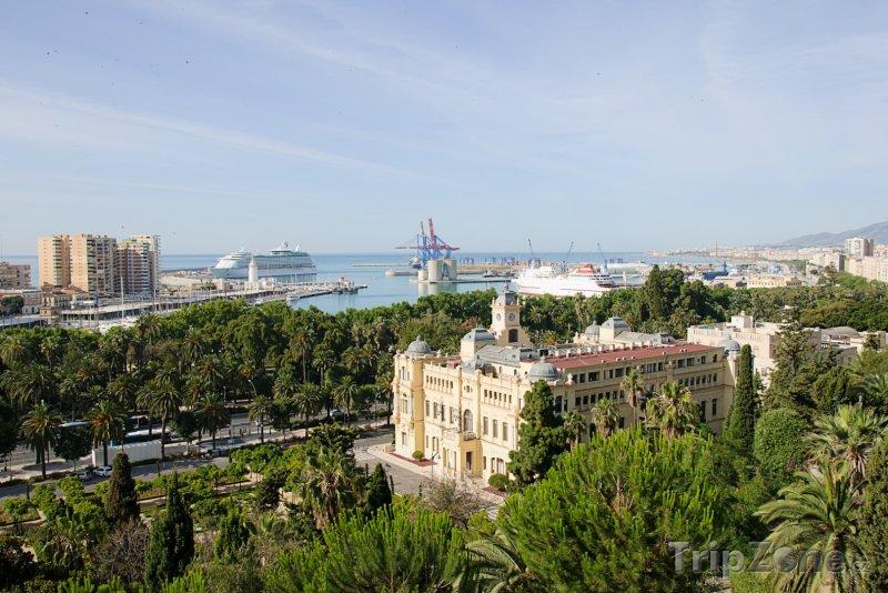 Fotka, Foto Pohled na radnici a přístav (Málaga, Španělsko)