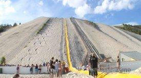 Sjezdovka pro lyžování je dlouhá 220 metrů