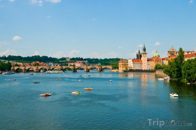 Fotka, Foto Šlapadla a loďky na Vltavě (Praha, Česká republika)