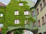 Weiden in der Oberpfalz, průchod na náměstí