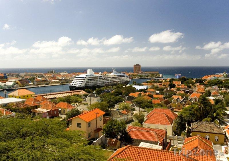 Fotka, Foto Willemstad, výletní loď v přístavu (Curacao)