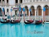 Gondoly v casinu Venetian