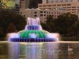 Jezero Eola, osvětlená fontána