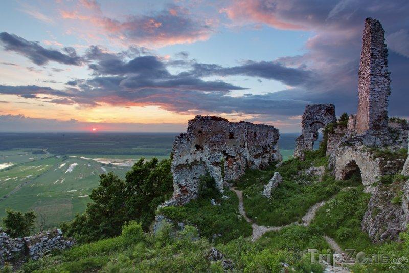 Fotka, Foto Malé Karpaty, zřícenina Plaveckého hradu (Slovensko)