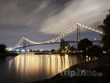 Osvětlený Ambassador Bridge
