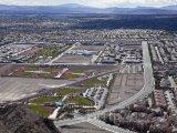Pohled z kopce na předměstí Las Vegas