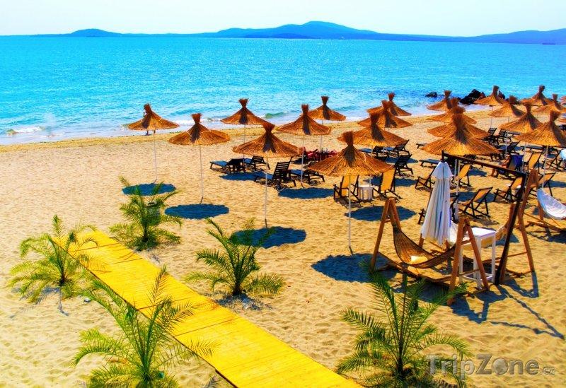 Fotka, Foto Slunečníky a lehátka na pláži (Bulharsko)