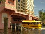 Vodní taxi pod Las Olas River House