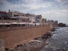 Alghero, hradby kolem města