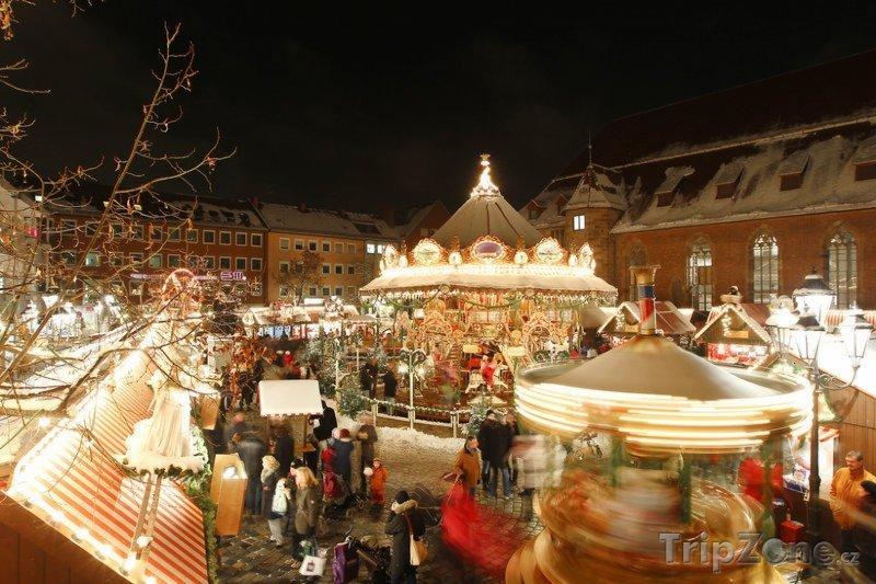 Fotka, Foto Historický kolotoč na vánočních trzích