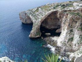 Pohled na jeskyně Blue Grotto