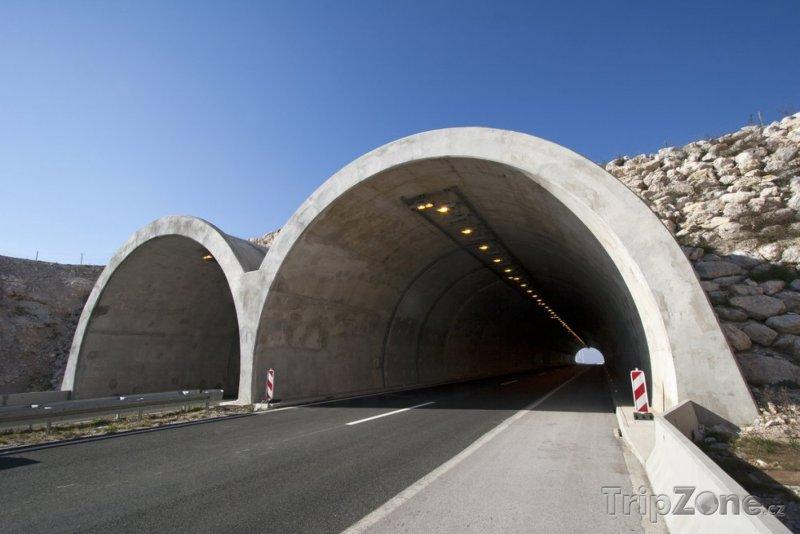 Fotka, Foto Za průjezd tunelem zaplatí osobní auto asi 70 korun