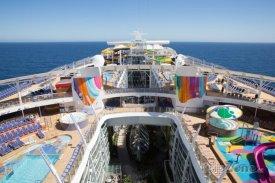 Zaoceánské lodě se podobají městům na vodě